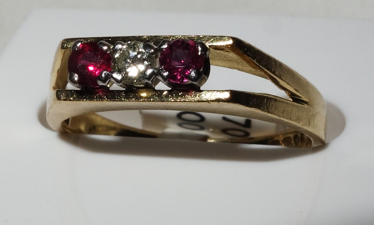 Ring 18 ct  with 2 rubies and 1 diamond