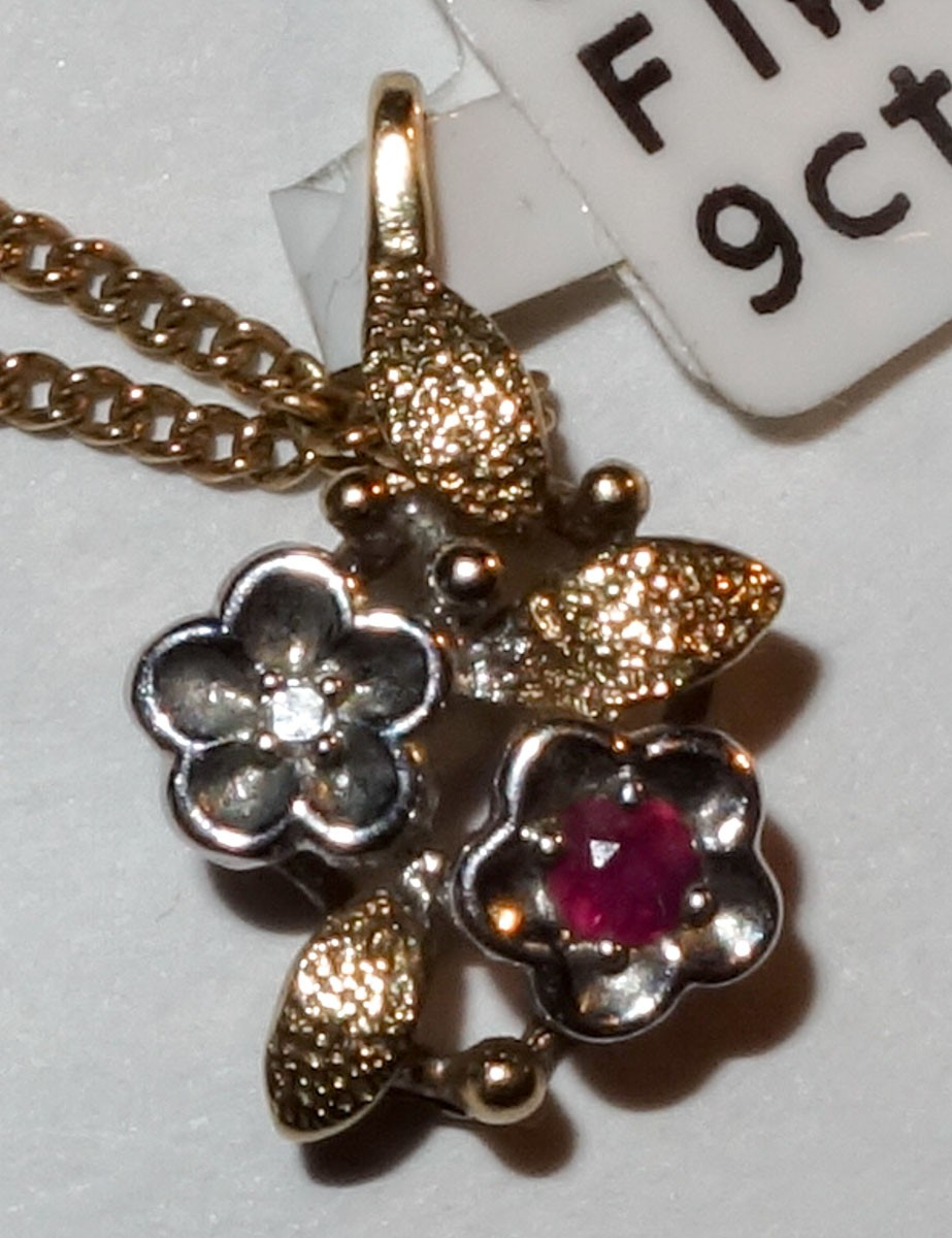 Pendant Vintage 9ct Ruby,Dia flower & chain