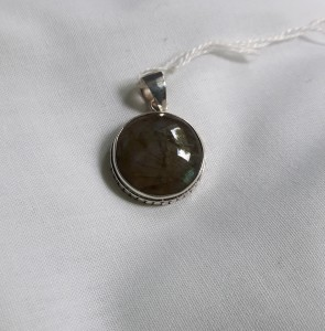 205 sterling silver pendant with labradorite