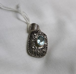 452 sterling silver pendant with blue topaz