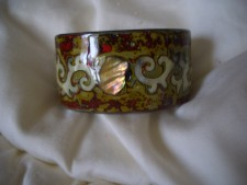 010 Stunning lacquered cuff bangles with MOP inserts. Hnadcrafted from Vietnam