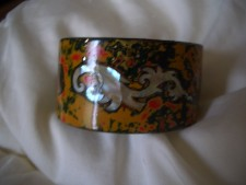 011 Stunning lacquered cuff bangles with MOP inserts. Hnadcrafted from Vietnam