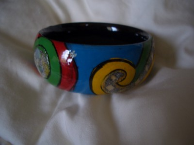 016 Stunning wood hand painted bangle. Handcrafted from Vietnam.