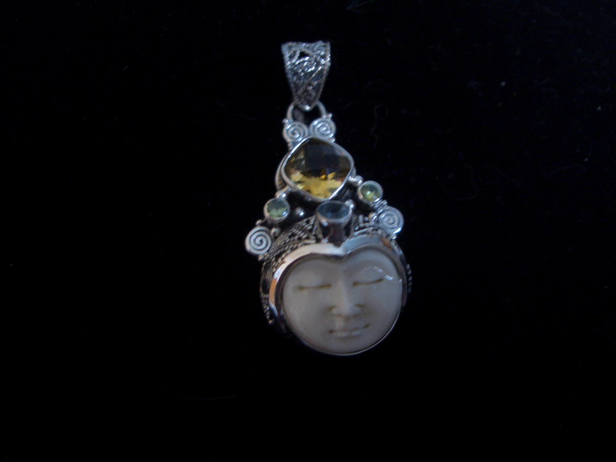 471 Sterling silver pendant Balinese Goddess with topaz