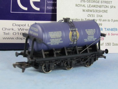 DAPOL B673 OO gauge 'Classic Trains - 10th anniversary' dark blue special edition 6 wheeled tank
