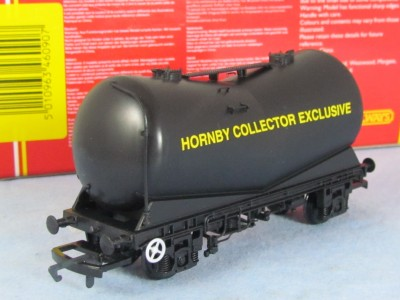 Hornby R6090 VEE Tank Hornby Collectors Exclusive