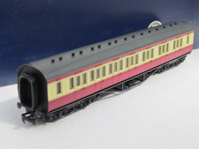 Bachmann 34-252 57' 1st/3rd composite corridor in Crimson and Cream livery