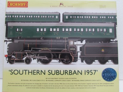 Hornby R2815 Southern Suburban Train pack 1957