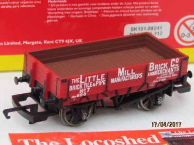 Hornby R6490 3 Plank Wagon 'The Little Mill Brick Co'