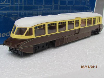 Dapol 4D-011-002 Streamlined Railcar W10 BR Lined Chocolate and Cream