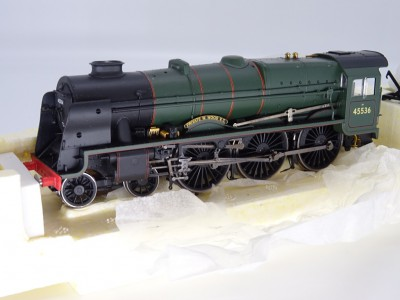 Hornby BR 4-6-0 Patriot Class Locomotive 45536 PRIVATE W. WOOD VC BR Green Lined