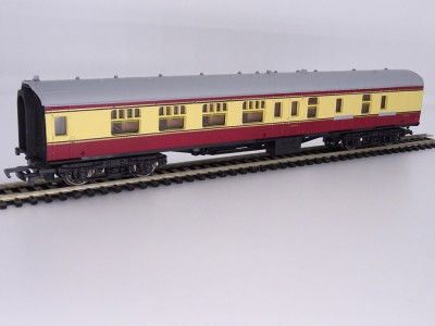 Mainline Railways BR BSK Coach Cream / Crimson Brake / 2nd Cat. No. 37-102