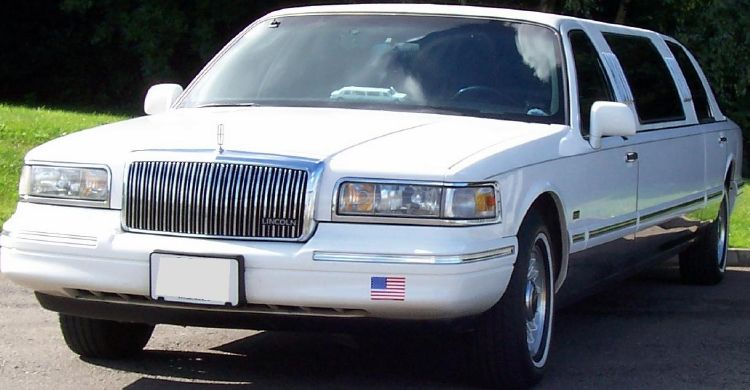 The White Classic Limo