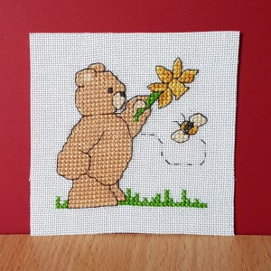 Teddy Card: Teddy 'with a daffodil and a bee' in Cross Stitch