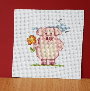 Pig Card: Pig 'with a big flower' in Cross Stitch
