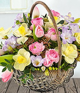 spr0014 Pretty in pink basket of flowers